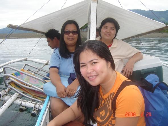 Ang sinasakyan namin ay patungo sa Digyo Island. 20 minutos bago namin narating ang lugar.